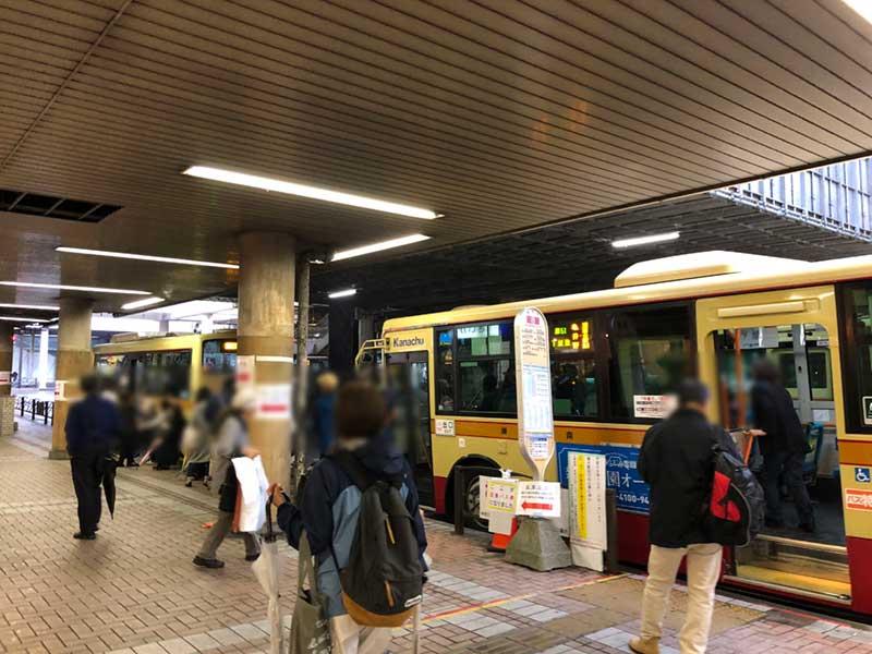 6番乗り場は他のrバス路線と共同利用