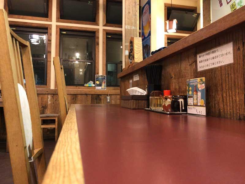 長いテーブル席