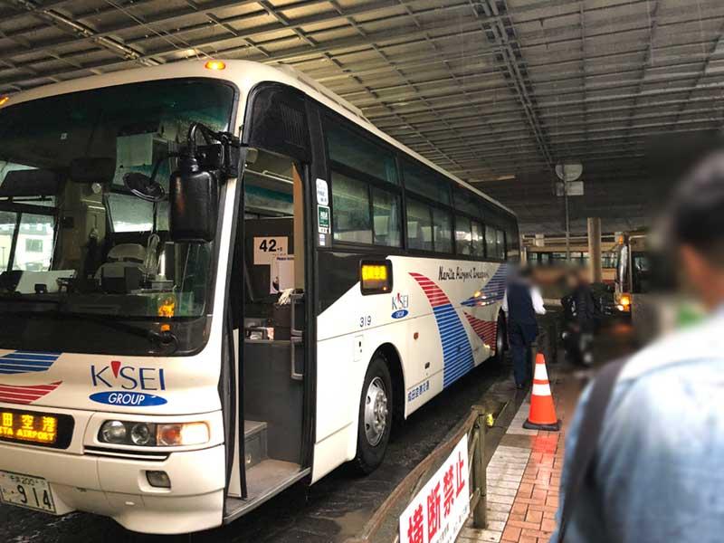 20分遅れで空港行きバスが到着