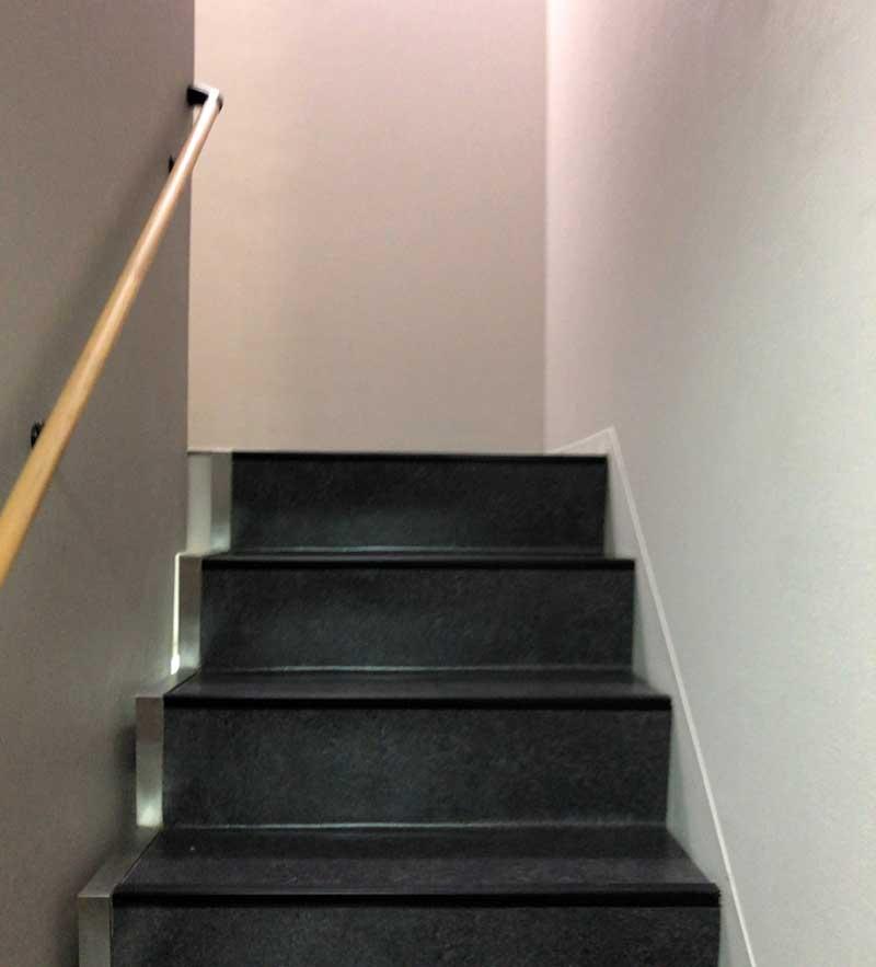 階段を昇って2階へ