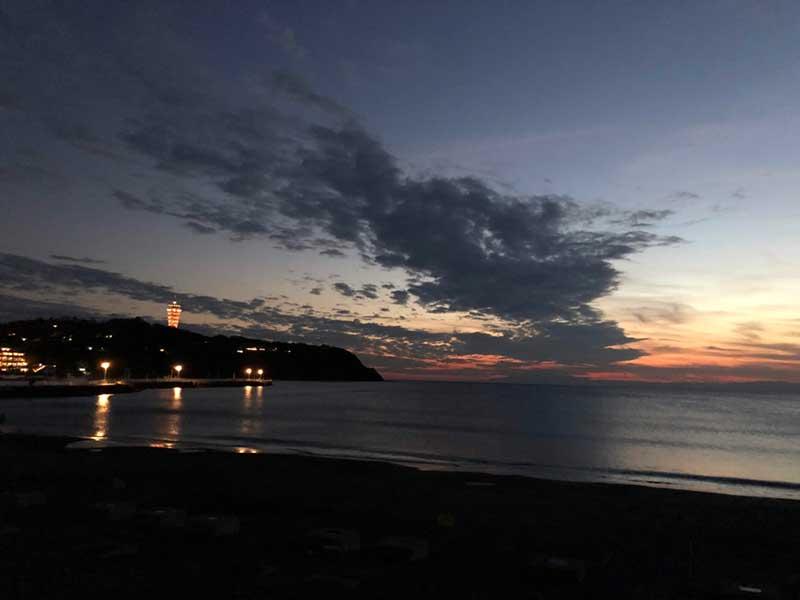 江ノ島近くの片瀬海岸西浜