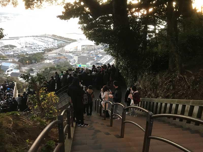 展望デッキから中津宮へ階段を上る