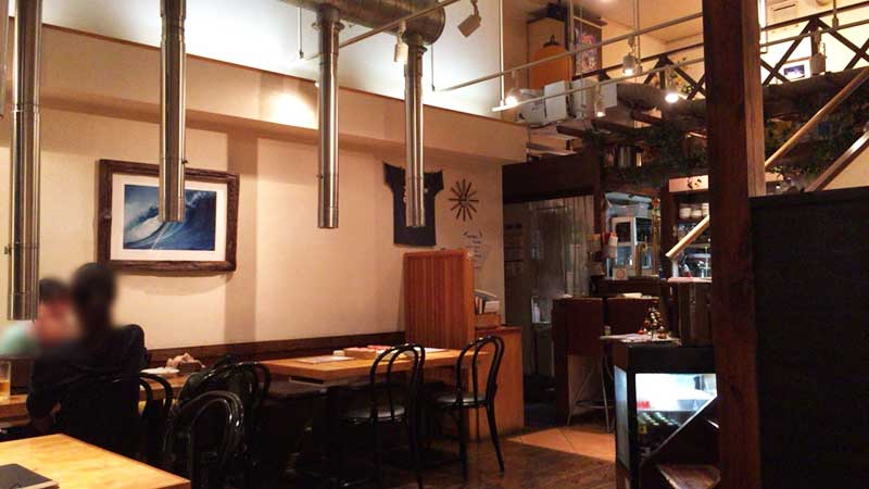 広々したカフェのような店内