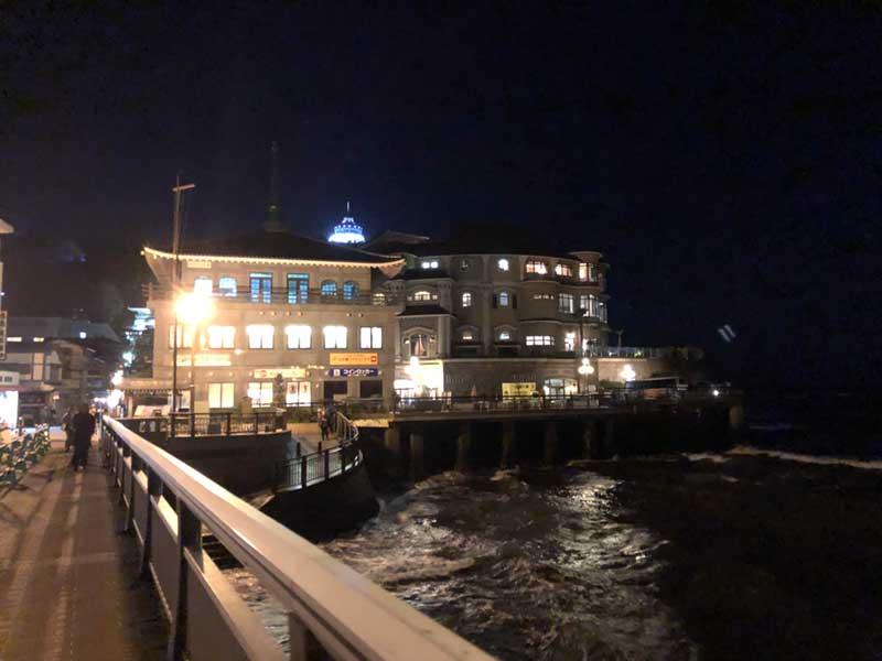 夜の江ノ島の入口