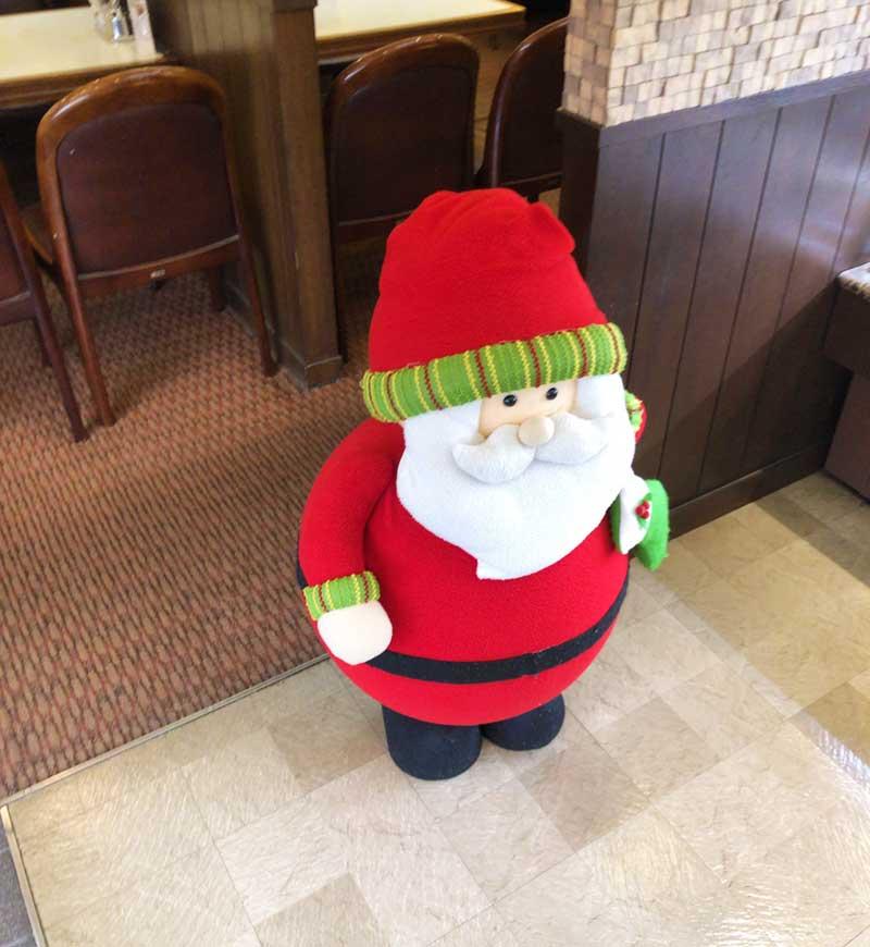 サンタがお出迎え