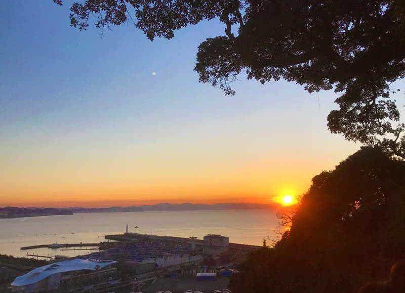 【2019江ノ島初日の出秘密スポット・中津宮入口】空いてる穴場中の穴場!下に落ちないように気を付けて!