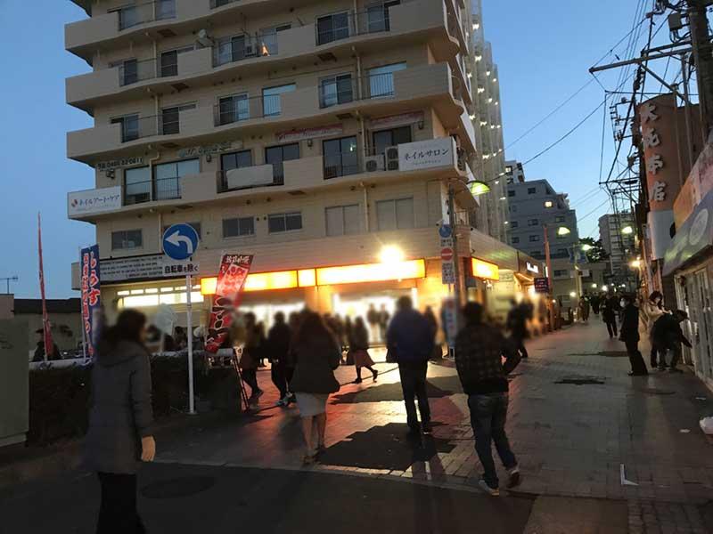 元旦夜明け前の片瀬江ノ島駅付近