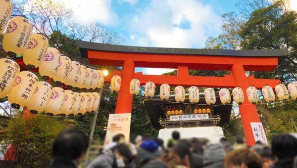 【2019初詣・江島神社辺津宮】混雑少なめ!正月休日昼間でも行列待ちは30分から1時間ぐらい!