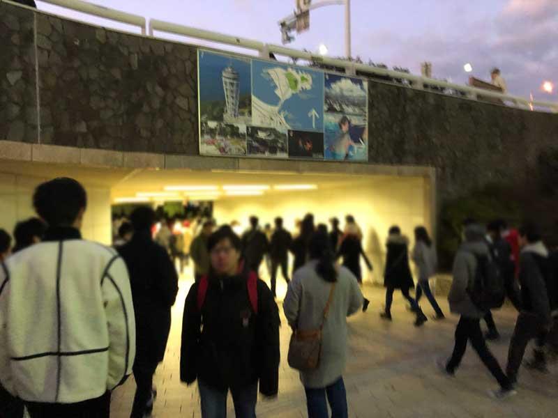 地下道の入口も人がいっぱい