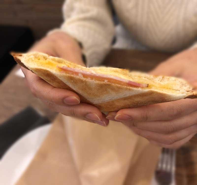 ハムとチェダーチーズのホットサンド