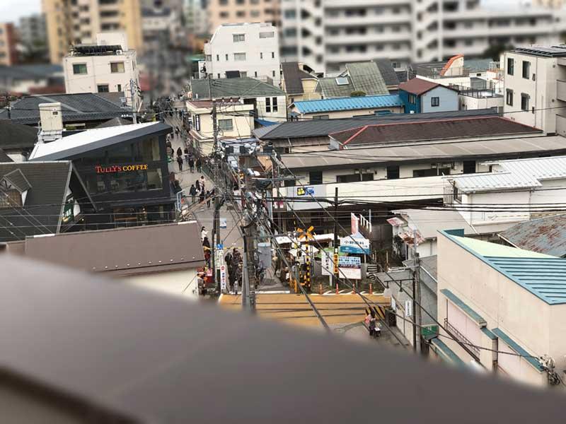 ライバルの江ノ電江ノ島駅が眼下に見える!