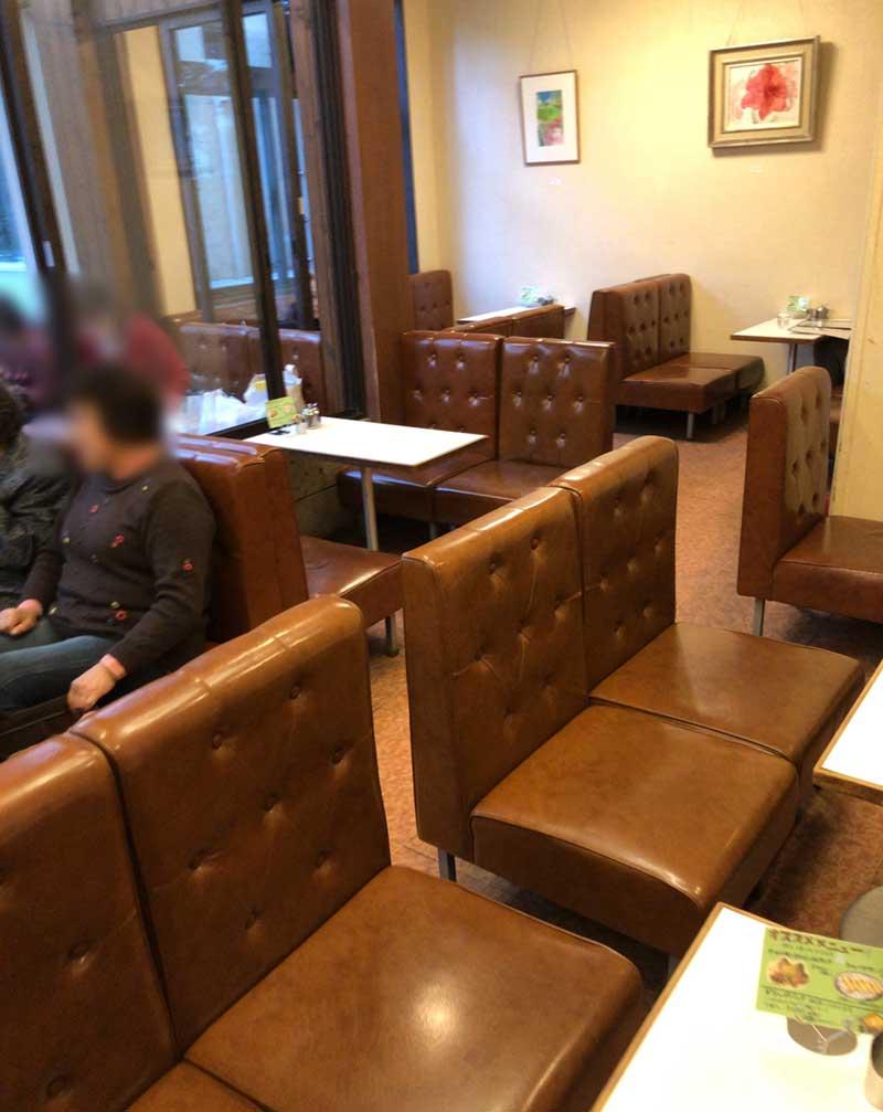ゆったり広めのボックスシートがいっぱい