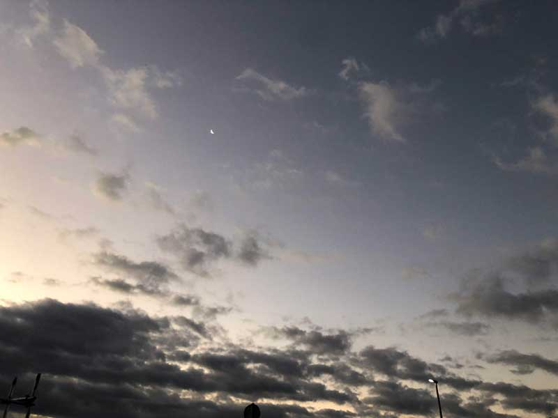 まだ月が見える