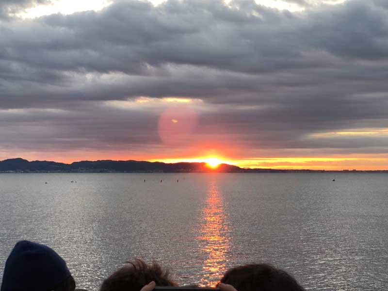 ちょうど雲の合間に初日の出が見えました!