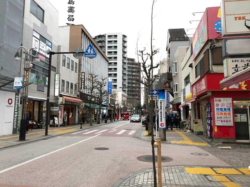 静かな藤沢駅北口の商店街