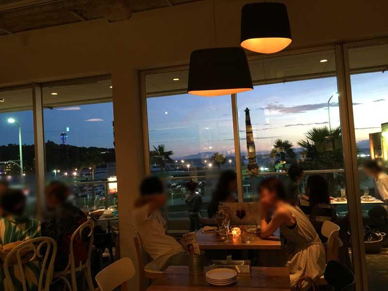 窓からは江ノ島と海が見える最高の眺望