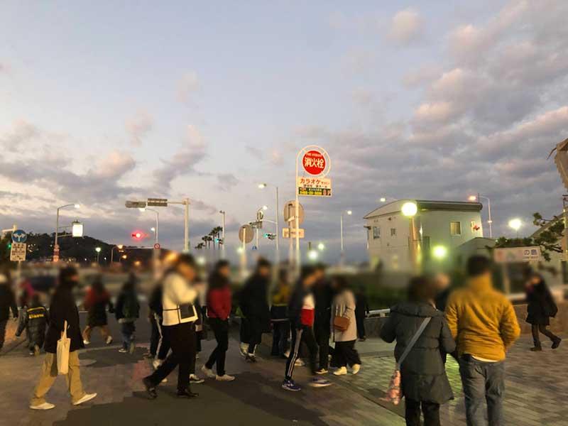 日の出前の片瀬江ノ島駅近辺