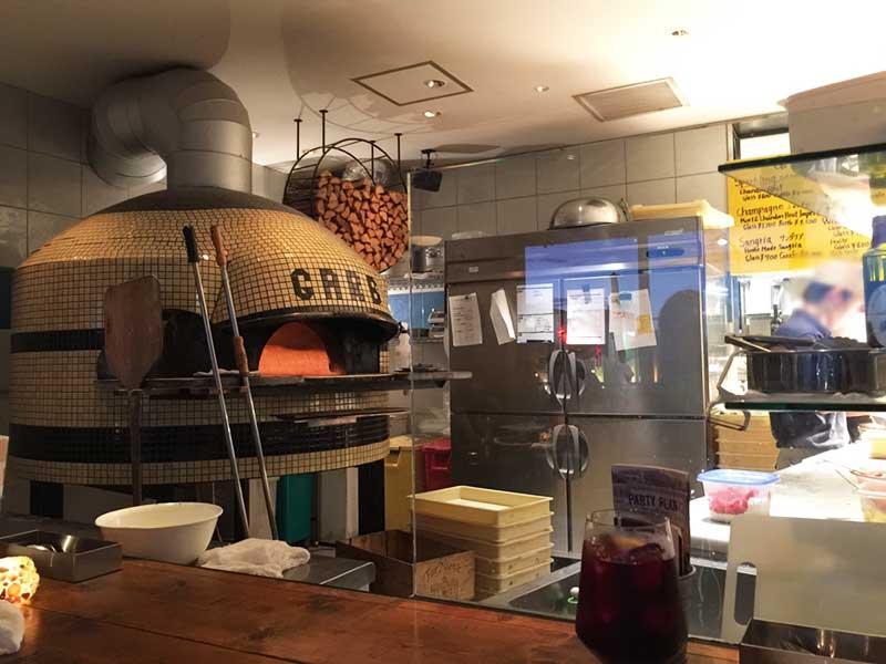 大きな窯で焼いたピザがおすすめ!