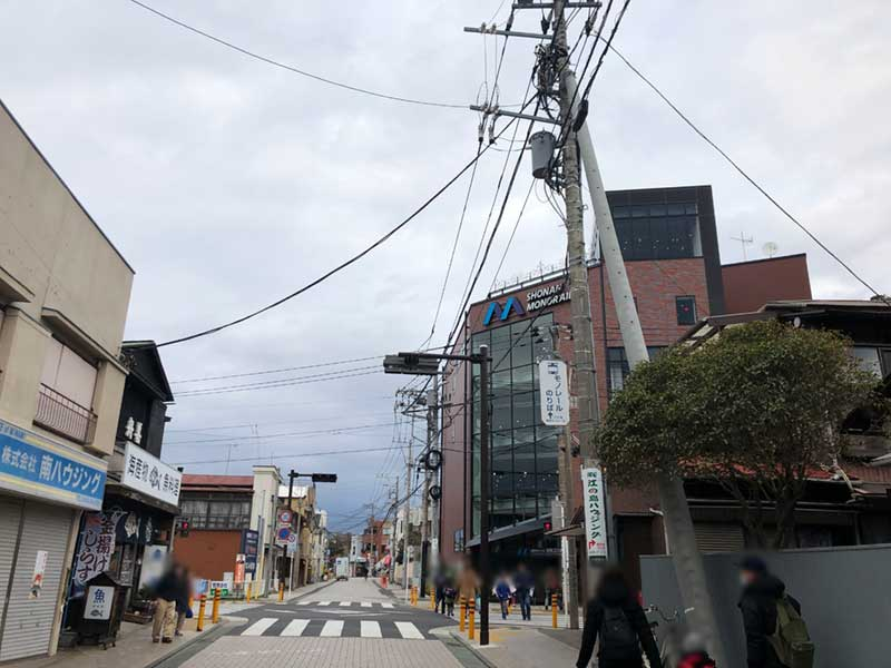 江ノ電からすぐ近くのモノレール駅
