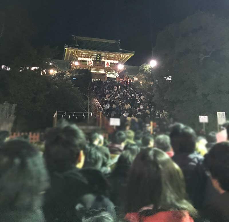 大混雑の鎌倉八幡宮の初詣