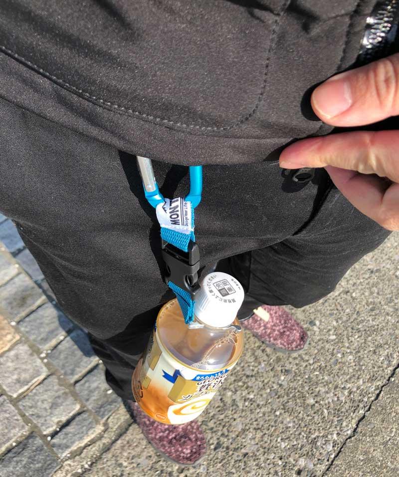 こんな感じでペットボトルをぶら下げる