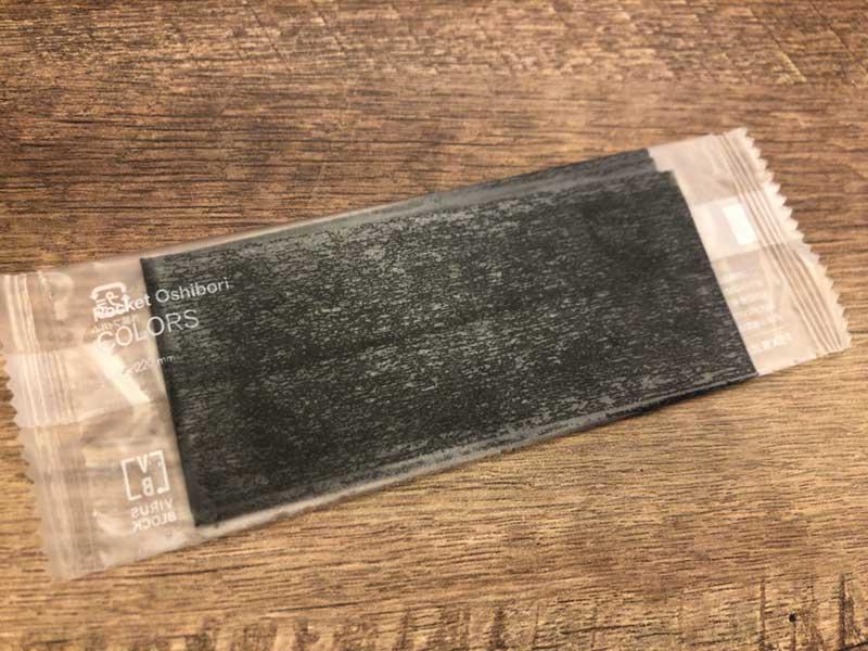 海苔かと思ったら黒い紙おしぼり