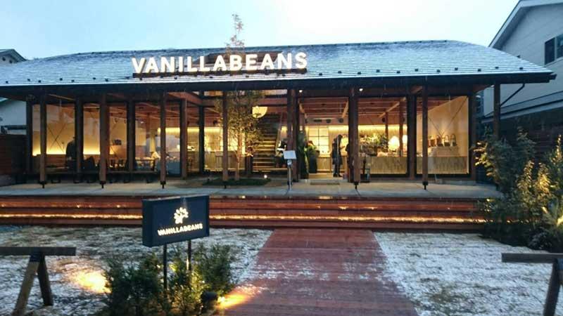 雪のなか佇む「バニラビーンズ鎌倉店」