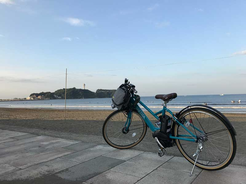 自転車に乗りながらカルツォーネで栄養補給