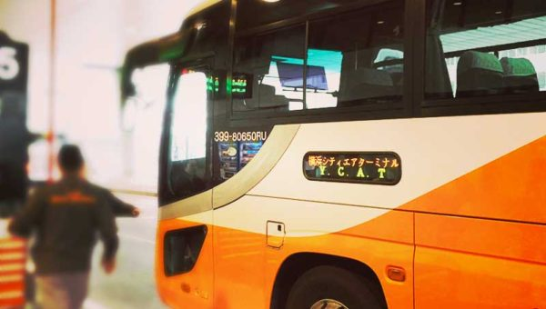 【成田空港⇔横浜YCATバスに乗った感想】座って寝るだけ電車よりラク!30分遅れは許容範囲でリピート決定!