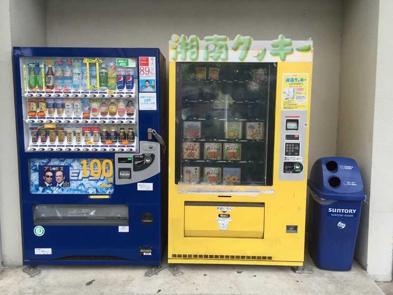 街中のいたるところにある湘南クッキーの自販機