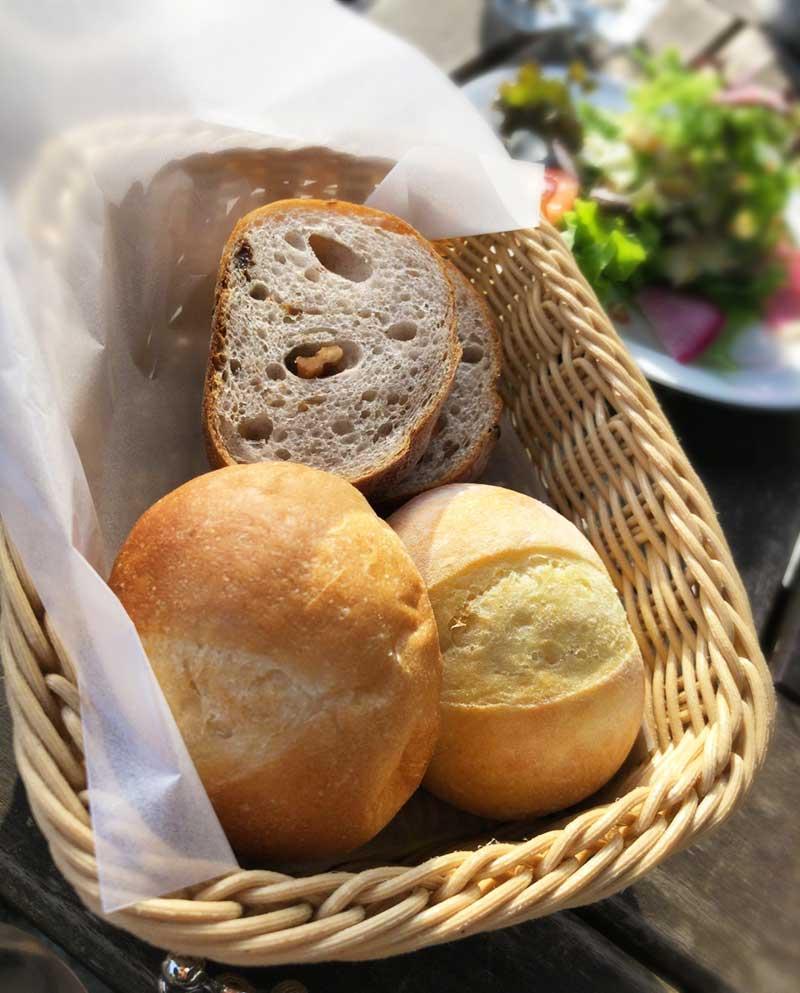 焼き立ての石窯パン