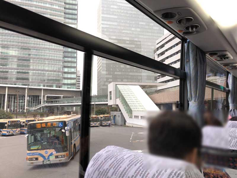 横浜駅のYCATに到着