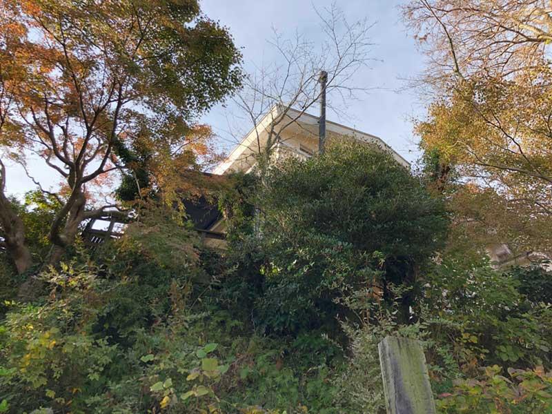 浄妙寺境内のはるか高台の上にある洋館