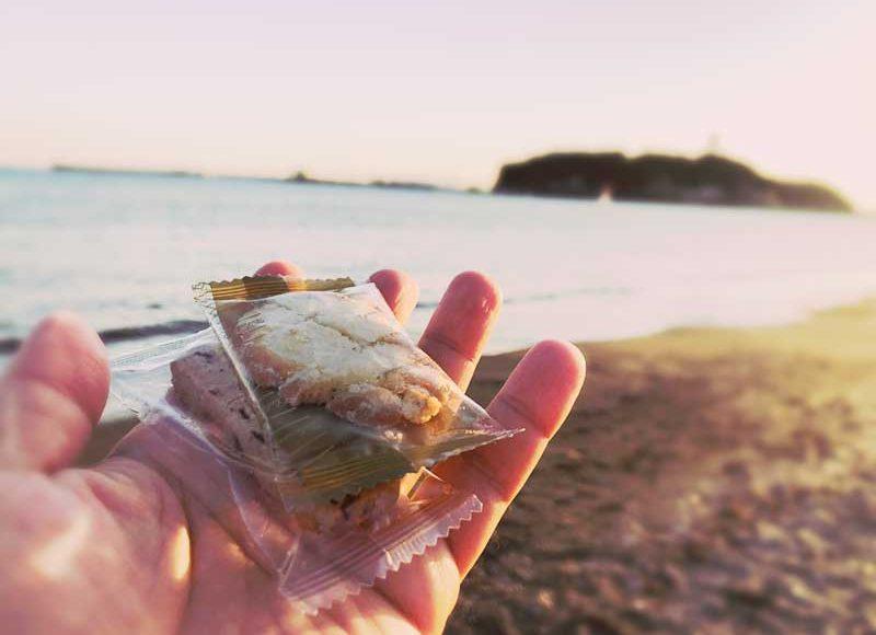 【江ノ電江ノ島駅・湘南クッキー自動販売機】正直なめてた!海味が本格的で美味しい!ビーチで食べ歩くのもよし!