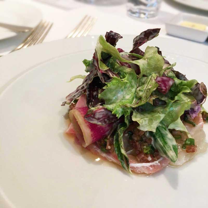 オードブルの真鯛のマリネのサラダ