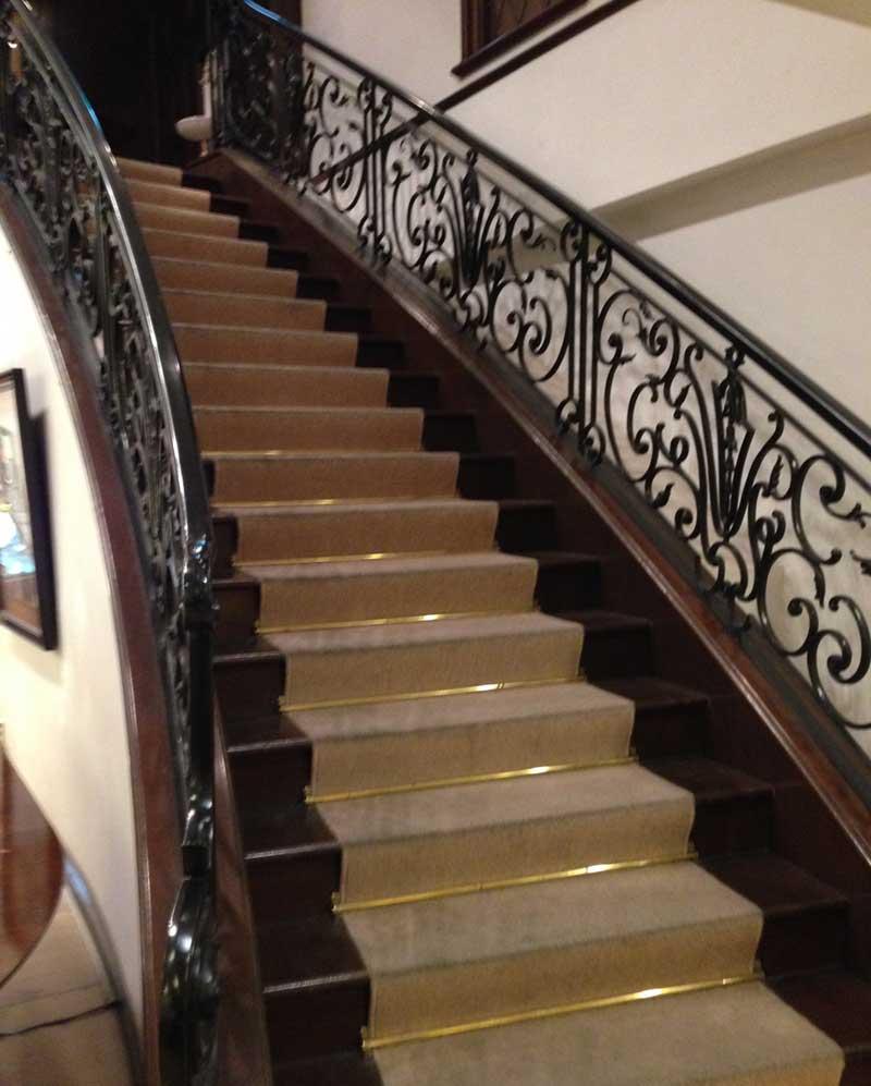 洋館仕様の階段