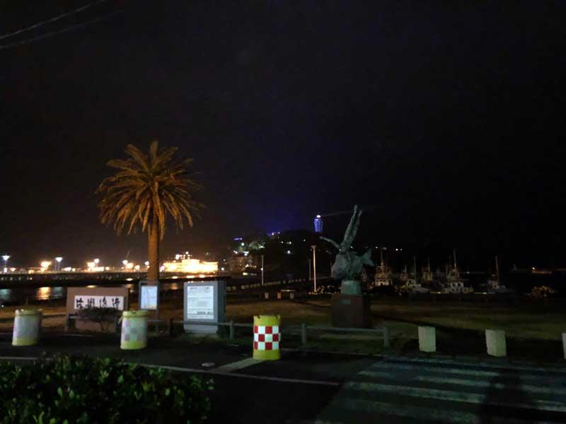 深夜の江ノ島対岸のコマ