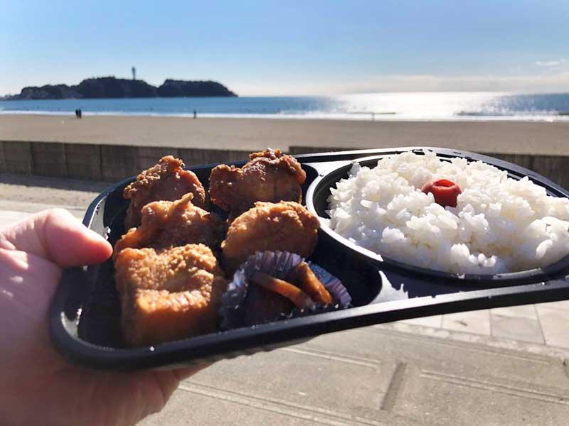 鵠沼海岸と江ノ島と唐揚げ弁当