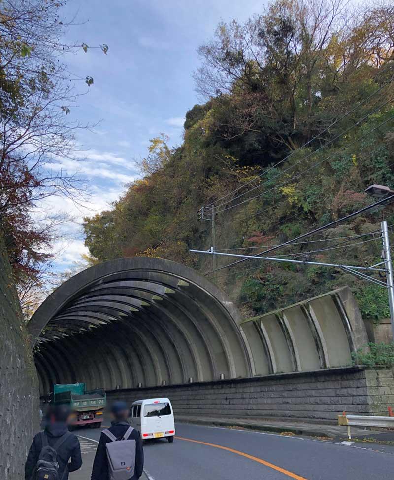 北鎌倉と鎌倉を結ぶ大きなトンネル