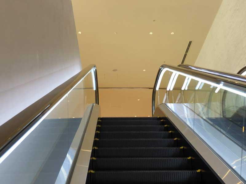 2階がスパとIZUICHIの入口