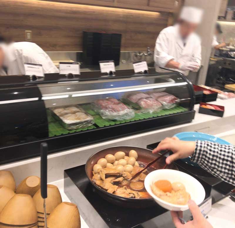 お寿司はその場で握ってくれる