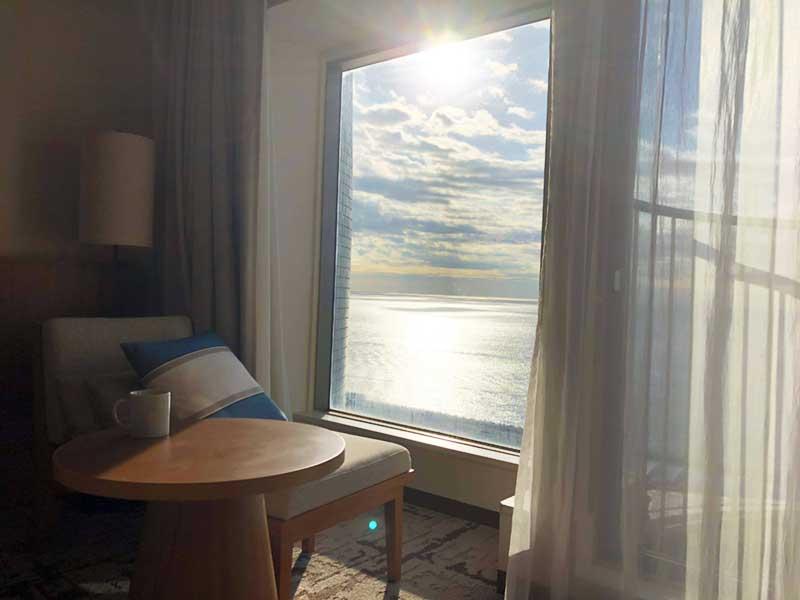 海岸線に昇る朝日で最高の目覚め