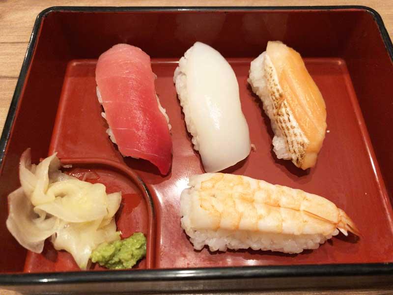 お寿司もたらふく食べました