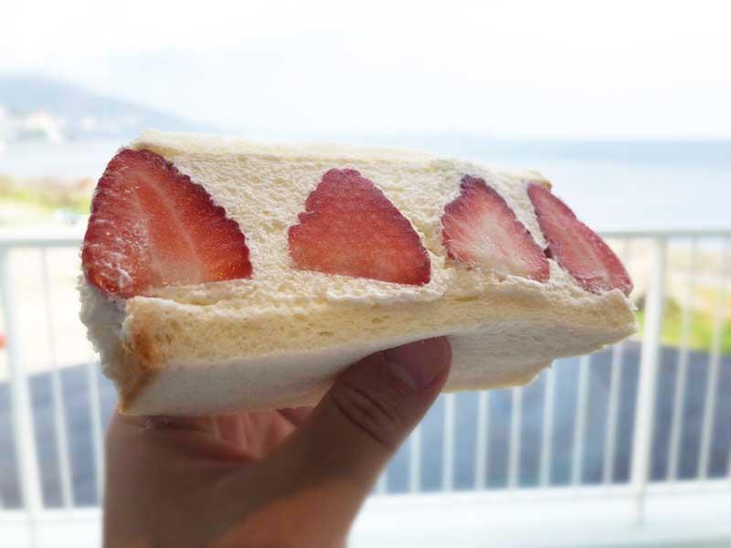 苺サンドで栄養補給