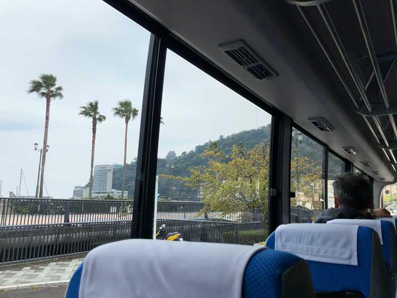 熱海城のふもとに大きなリゾートホテルが目的地