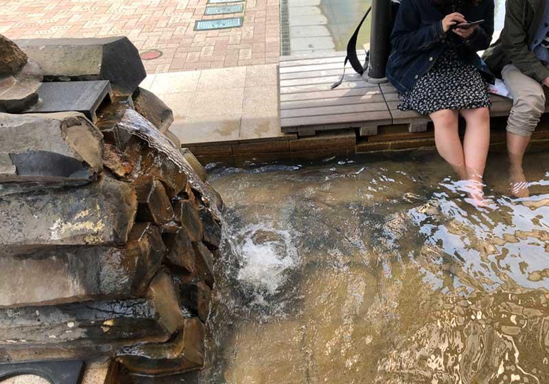 熱海駅前のある足湯