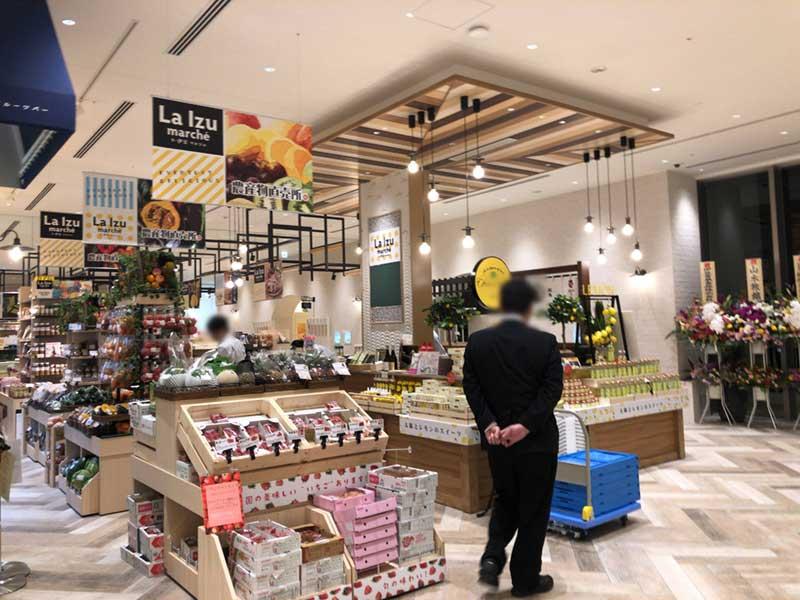 フードマーケット「IZU-ICHI」は遅くまで営業している