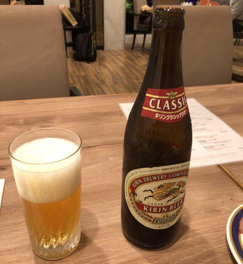 ビールで乾杯しつつ