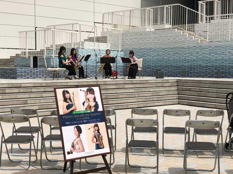ステージで歓迎イベントが開催