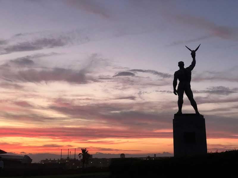 鵠沼海岸の像